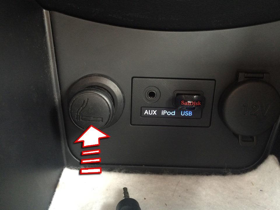 Нажать на кнопку прикуривателя на автомобиле Hyundai Solaris 2010-2016
