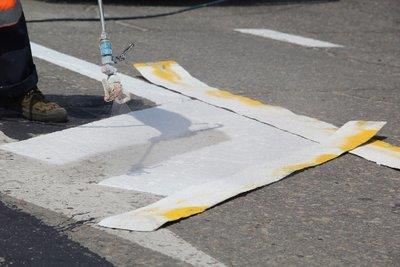 На особо аварийных участках трасс в Приамурье нанесли разметку со стеклошариками • Портал Дороги России •